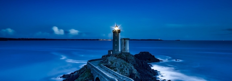lighthouse_in_the_night-wallpaper-1152x720